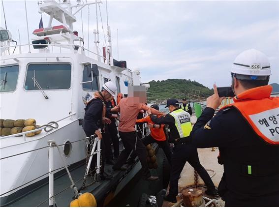여수해경, 지네에 물린 섬마을 응급환자 긴급 이송